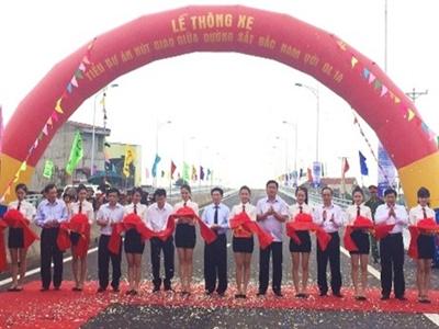 Nghệ An thông xe cầu vượt đường sắt Bắc-Nam