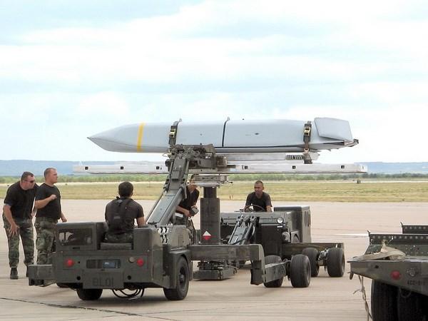 Ba Lan xúc tiến mua hơn 230 tên lửa hành trình của Mỹ