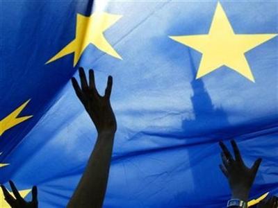 Euro và chứng khoán châu Á hưởng lợi nhờ ECB