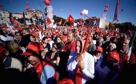 Italia đình công lớn phản đối Thủ tướng