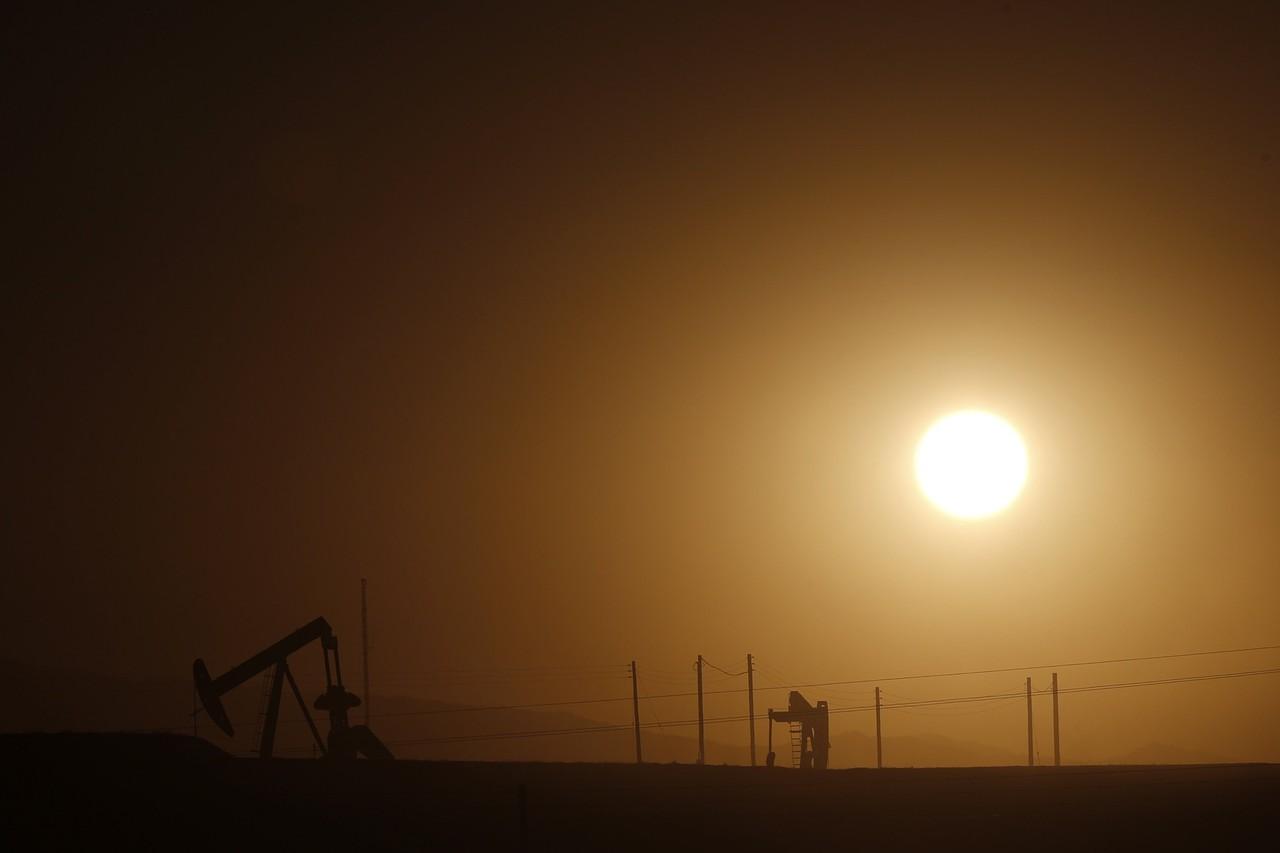 Giá dầu Brent giảm ngày thứ 2 liên tiếp khi Goldman hạ dự báo