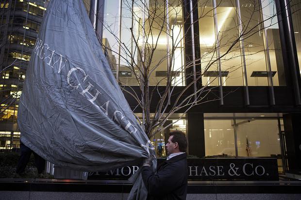 Vốn ồ ạt rút khỏi các ngân hàng Mỹ