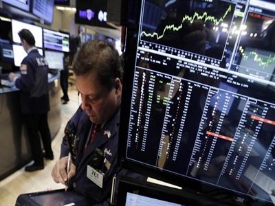 Chứng khoán Mỹ đi ngang khi giá dầu giảm