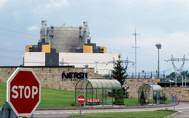 Máy bay bí ẩn tiếp cận các nhà máy điện hạt nhân của Pháp