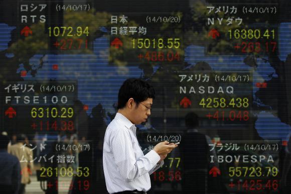 Nikkei tăng vọt, yên thấp nhất 7 năm sau cam kết bơm tiền của BOJ