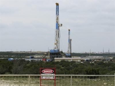 Giá dầu thấp nhất 2 năm khi Arab Saudi giảm giá bán