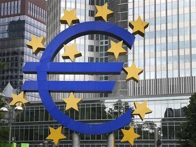 ECB duy trì lãi suất thấp, đánh tín hiệu tăng cường kích thích