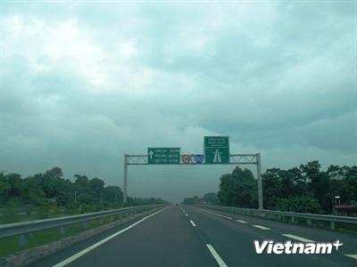 Nhà thầu phụ cao tốc Nội Bài-Lào Cai sẽ trả công nợ trước 30/11