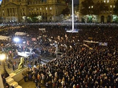 10.000 người Hungary biểu tình đòi thủ tướng từ chức