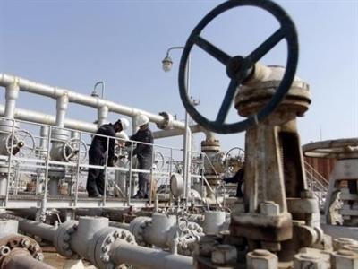 Giá dầu tăng lần đầu tiên 4 ngày qua trước đồn đoán OPEC giảm sản lượng