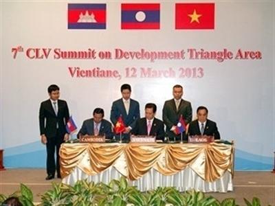 Thủ tướng Nguyễn Tấn Dũng dự Hội nghị Cấp cao Campuchia-Lào-Việt Nam