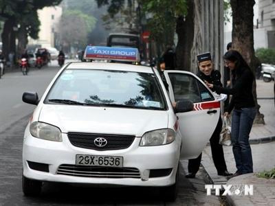 Các hãng taxi đồng loạt giảm cước sau khi xăng, dầu hạ nhiệt
