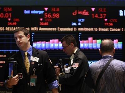 S&P 500 rơi khỏi đỉnh kỷ lục sau báo cáo GDP