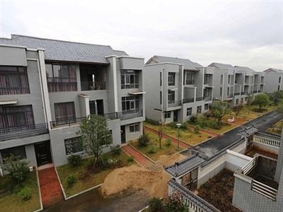 Triệu phú Trung Quốc xây nhà tặng cả làng