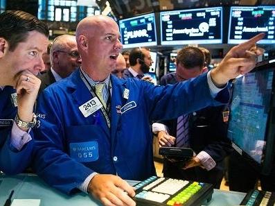 Chứng khoán Mỹ giảm sau số liệu PMI sản xuất và Black Friday