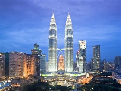 Malaysia đối mặt với rủi ro do giá dầu giảm