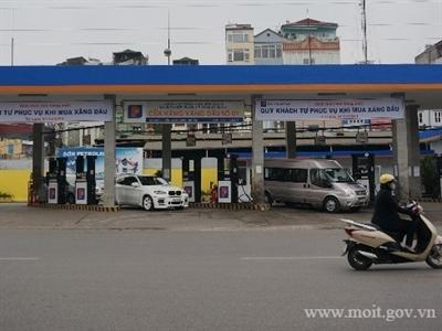 Petrolimex cho khách hàng tự bơm xăng cho ô tô