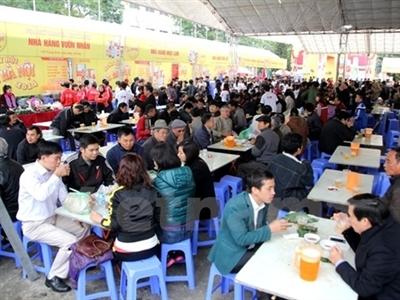 Hàng vạn người tấp nập dự Ngày hội bia Hà Nội 2014 trong giá rét