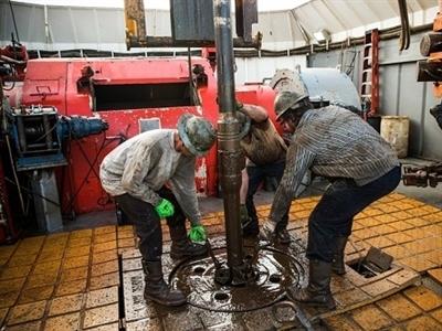 Giá dầu tăng trở lại từ mức thấp nhất 5 năm khi USD giảm
