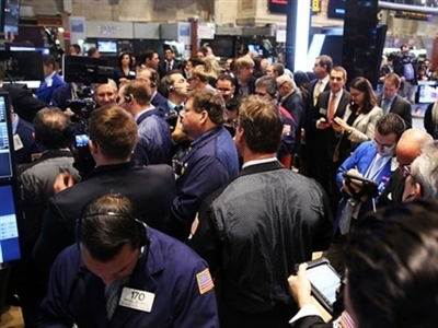 S&P 500 tiếp tục giảm điểm