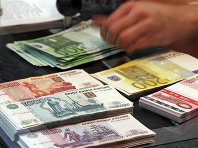 Nga bán dự trữ ngoại hối, ruble tăng vọt