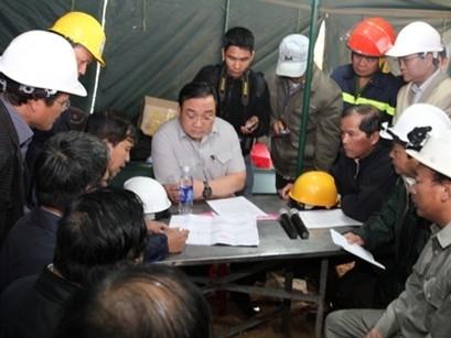 Phó Thủ tướng trực tiếp chỉ huy cứu nạn sập hầm thủy điện