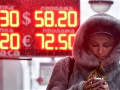 Người Nga nhìn tiền tiết kiệm bốc hơi