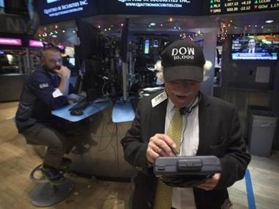 Dow Jones lần đầu tiên vượt ngưỡng 18.000 điểm