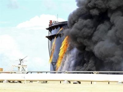 Cảng dầu lớn nhất Libya bị tấn công bằng tên lửa