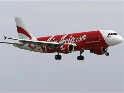 Người thân vẫn ngóng chờ sau khi Indonesia tạm dừng tìm kiếm máy bay AirAsia mất tích