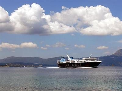 Phà chở 466 người đột nhiên bốc cháy ngoài khơi Hy Lạp