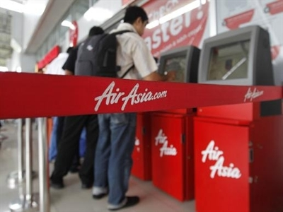 Cổ phiếu AirAsia giảm hơn 12% sau vụ mất tích máy bay
