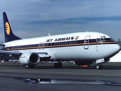 Máy bay Ấn Độ cháy động cơ khi hạ cánh