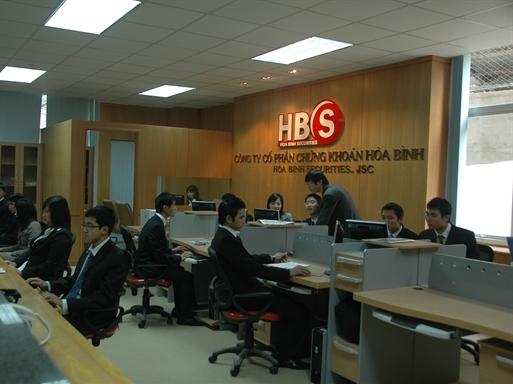 Bà Nguyễn Hồng Trang đã trở thành cổ đông lớn của HBS