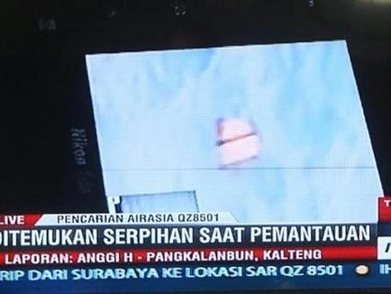 Vớt hơn 40 thi thể trong vùng tìm kiếm máy bay của AirAsia