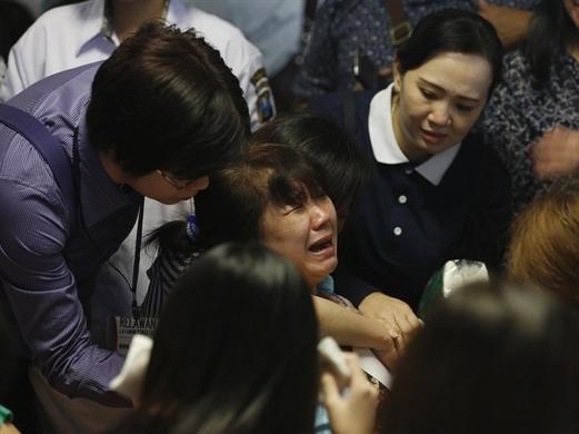 Thân nhân hành khách máy bay mất tích hoảng loạn sau tin dữ