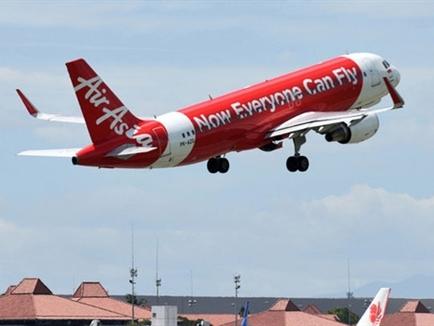Phát hiện bóng máy bay AirAsia dưới đáy biển, Indonesia gấp rút tìm kiếm hộp đen