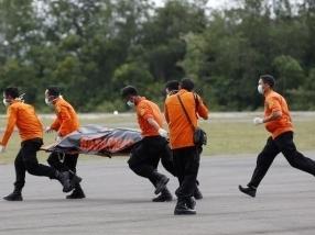 Bí ẩn thi thể nạn nhân AirAsia mang phao cứu sinh