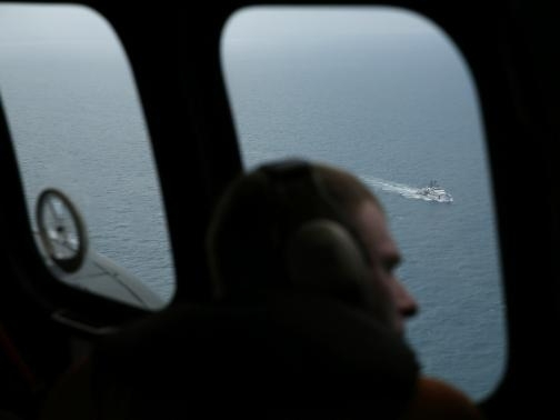 Tìm thấy đuôi máy bay AirAsia gặp nạn