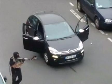 Thủ phạm xả súng ở Paris đầu thú