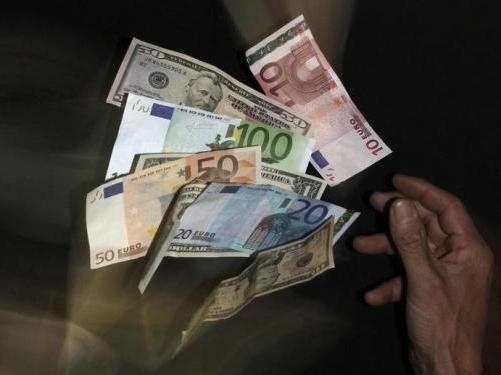 USD tăng giá, euro lập đáy mới