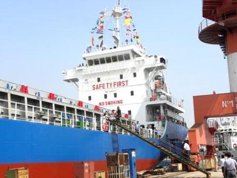 2 NĐT đặt mua 45% số cổ phần chào bán Hàng hải Hải Phòng do Vinalines sở hữu
