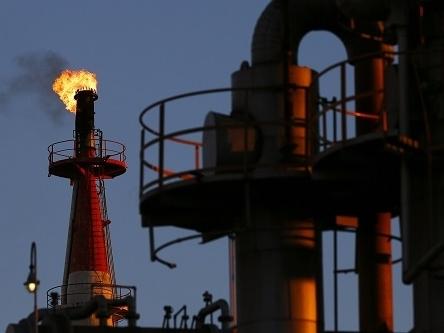 Giá dầu Brent lại phá đáy, thấp nhất gần 6 năm