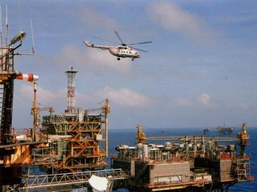 Giá dầu giảm dưới 48 USD/thùng, Việt Nam có ngừng khai thác?