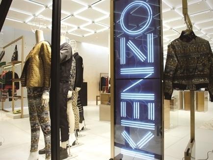 """Sức mạnh hiển thị - """"Lookbook"""" của các cửa hàng thời trang cao cấp"""