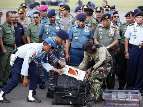 Đã vớt được thiết bị ghi âm buồng lái của máy bay AirAsia