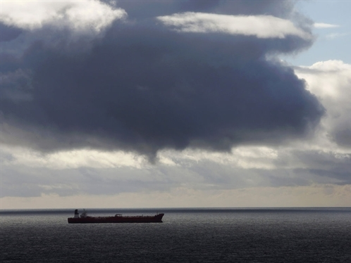 Hãng tàu biển ăn nên làm ra nhờ giá dầu giảm