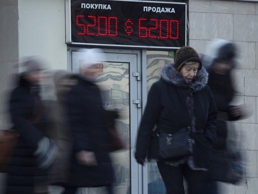 Ruble lại lao dốc cùng giá dầu