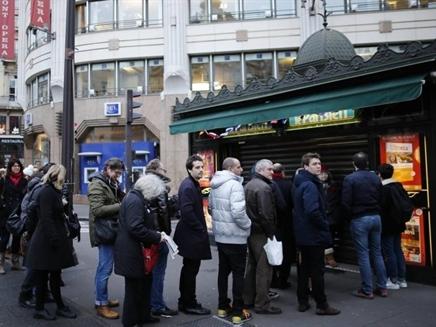 Bí ẩn người mua 5 triệu tờ báo Hebdo Charlie trong 10 phút