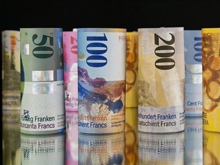 Euro xuống thấp nhất 11 năm sau động thái của Thụy Sĩ
